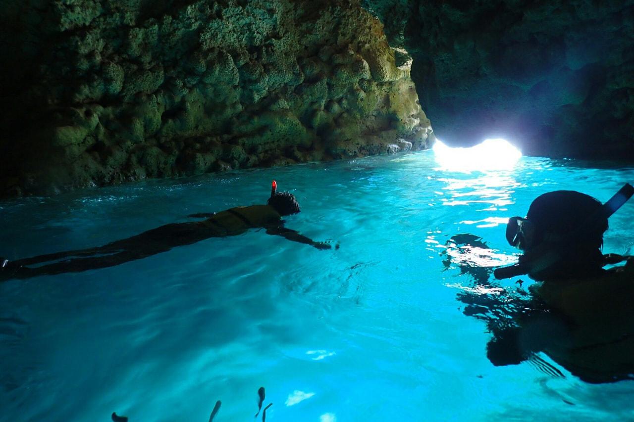 サイドスリー 社員旅行 沖縄 青の洞窟