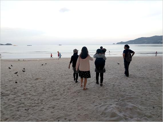 きれいな砂浜をぶらぶらお散歩