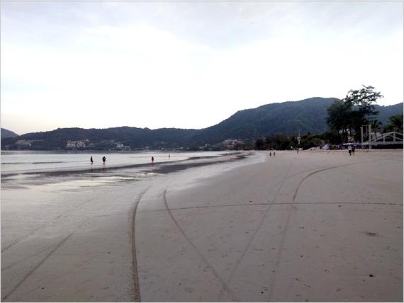 朝のパトンビーチ風景